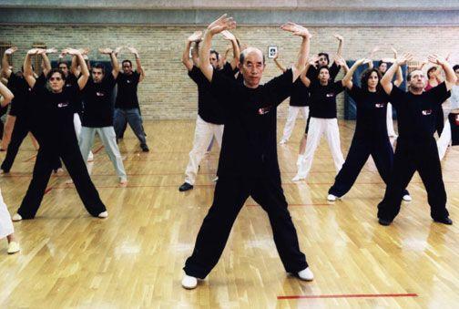 Zhang Guangde enseñando Daoyin Yangsheng Gong en Valencia. Año 2002.
