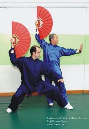 Con Li Deyin practicando Taiji Kungfu Shan (Taiji de abanico) en Pontevedra.