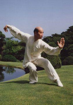 Zhang Guangde practicando Wushu en los años 70.