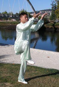 El profesor Zhang Jian practicando Daoyin Yangsheng Gong en Pontevedra.